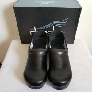 New Dansko Professional Black Leather Clogs